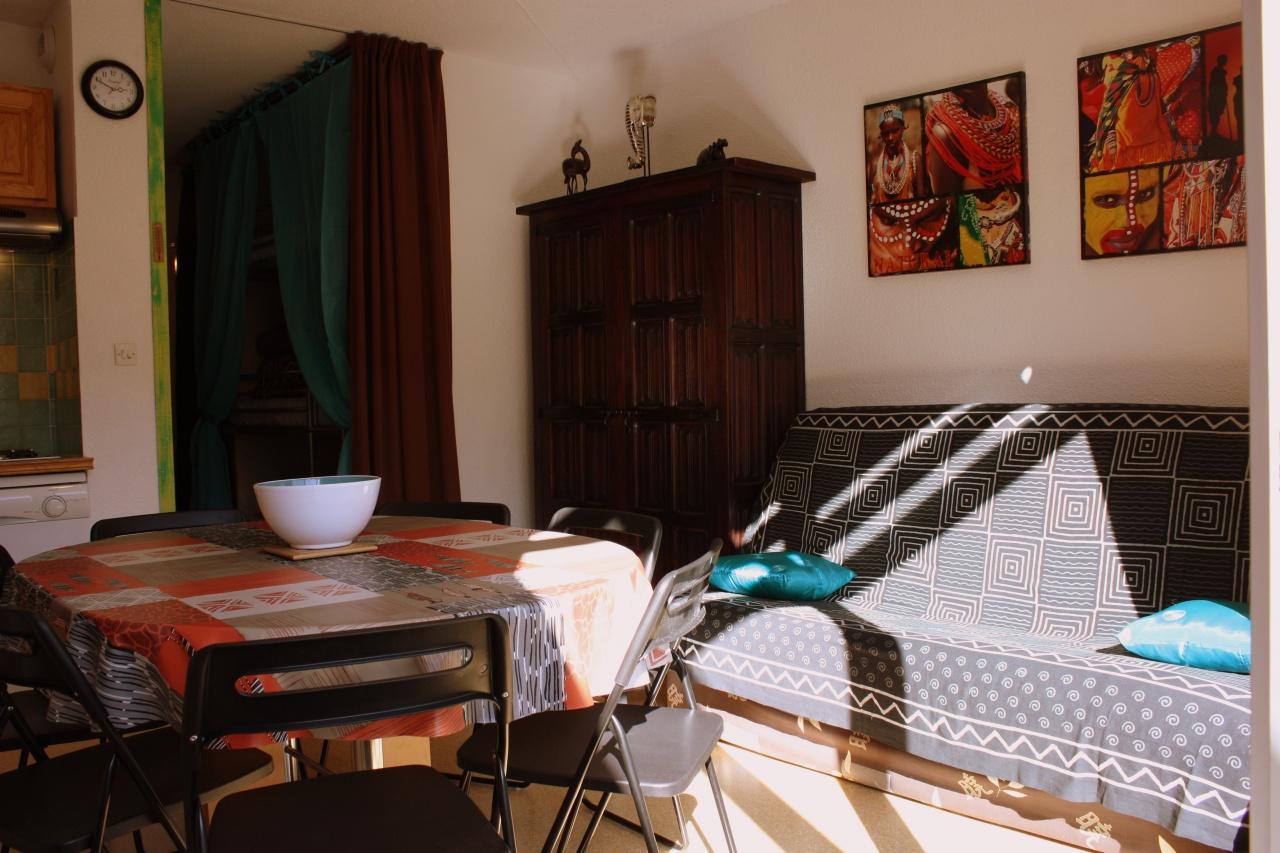 studio kenyan